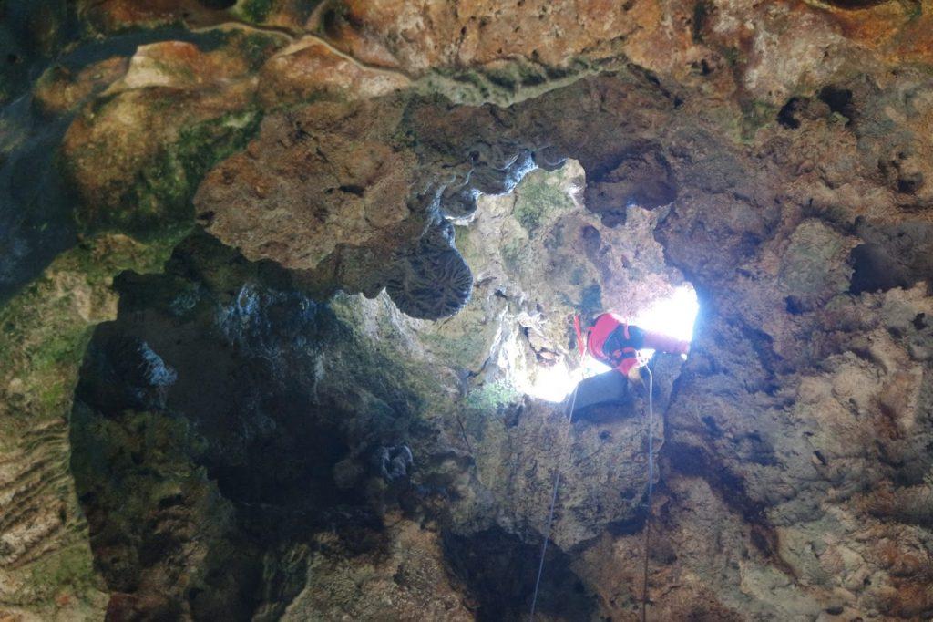rapelling di gua