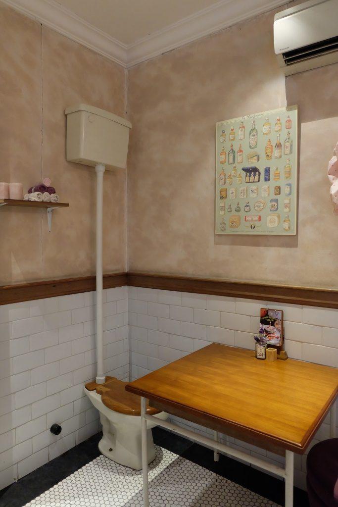 nannys pavillon bathroom