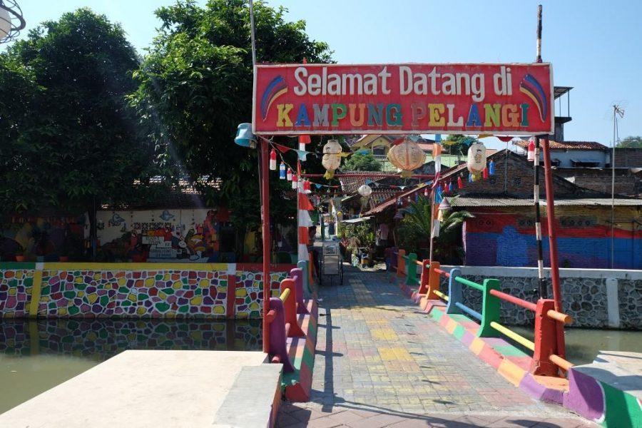 kampung pelangi warna warni semarang