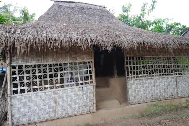 rumah-sasak-ende-lombok