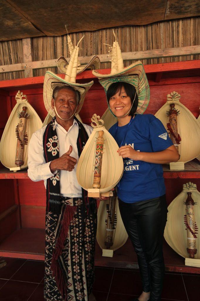 Jeremias Aougust Pah dan alat musik Sasando