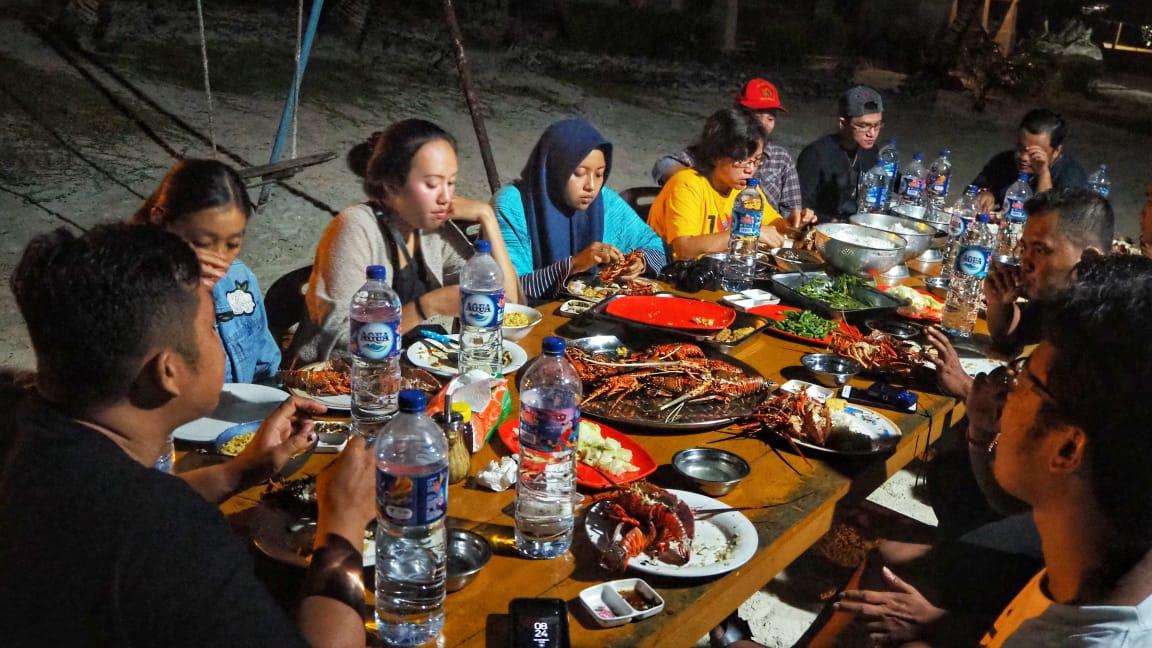 makanan di pulau asu