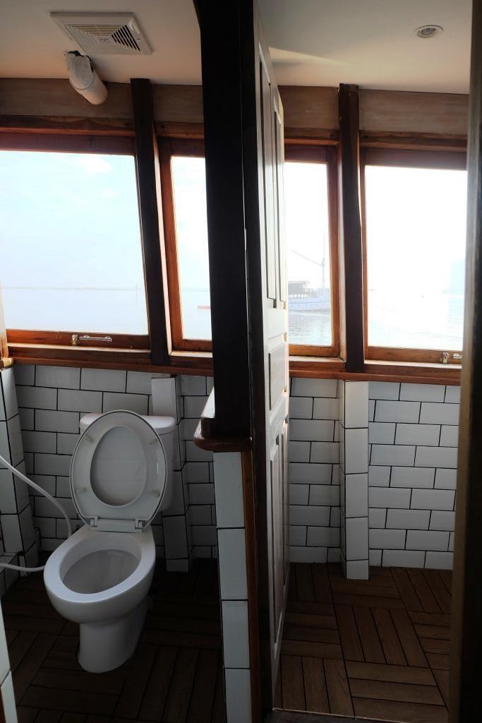 toilet kapal
