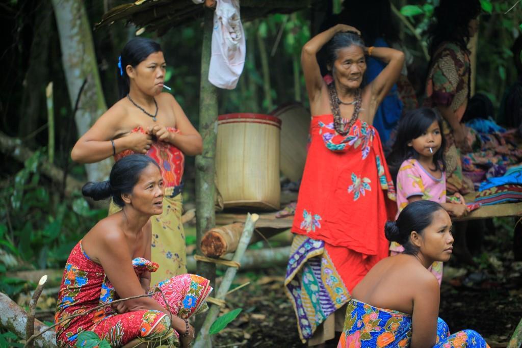 wanita suku anak dalam