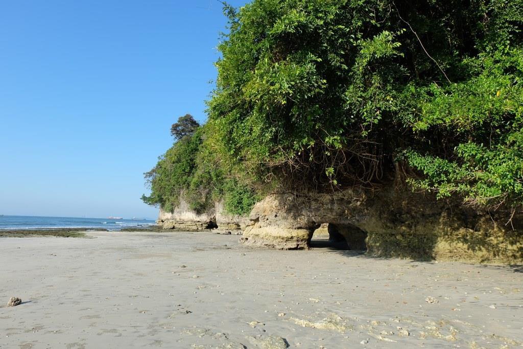 pantai di nusa kambangan